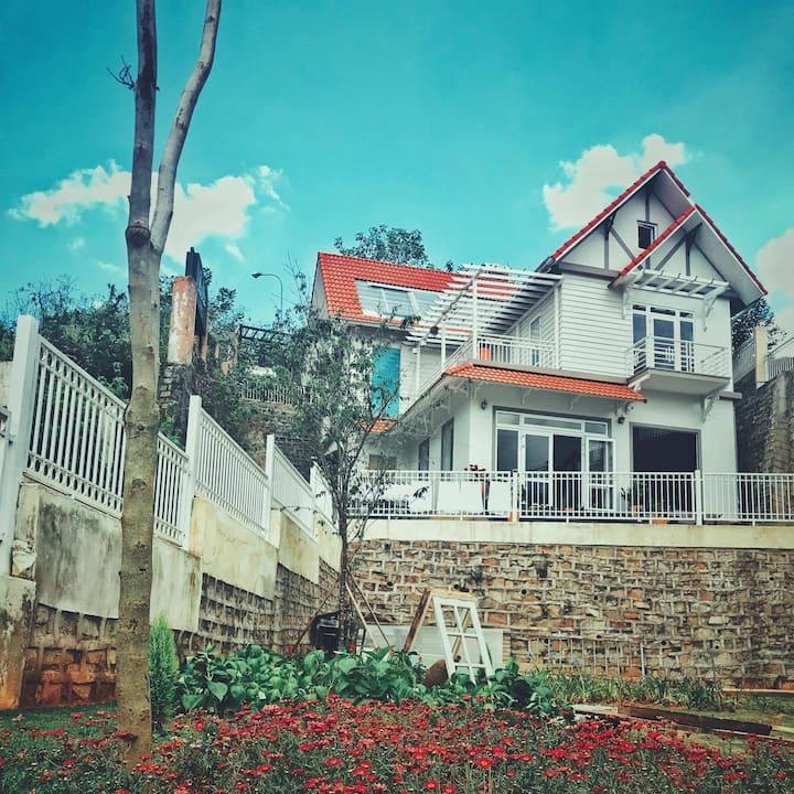 Dalat Mountain View Villa, near Bus station