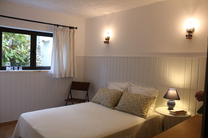 White room - double bed