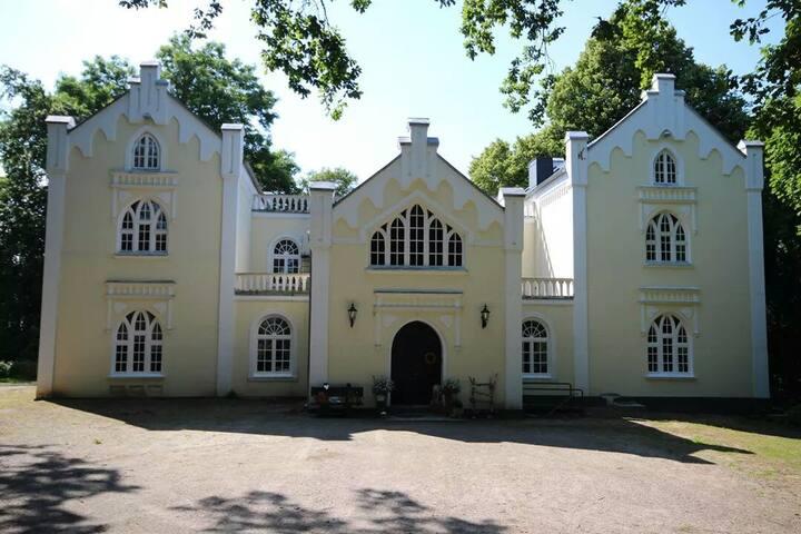 4 Bettzimmer in der Pension im Schloss