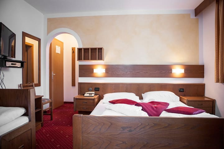 4-bed room near to Obereggen - Obereggen - Penzion (B&B)