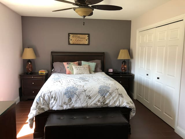 Master Bedroom, Queen I-Comfort memory foam bed, Hunter Douglas room darkening blinds, radiant heated tile flooring.