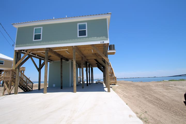 Happy Ours, Grand Isle, LA, Waterfront, boat access, boat launch, lighted fishin