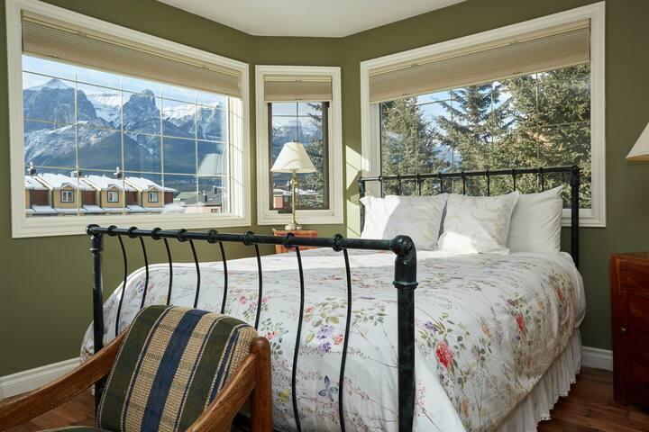 Cascade Superior Queen Bedroom Suite