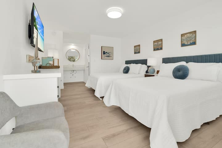 Boutique Hotel Rm 2 Double Beds Block to the Beach
