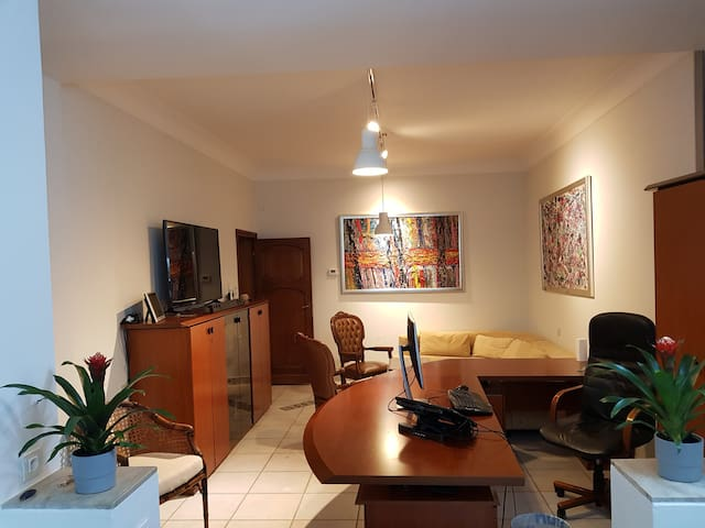 Montgomery Business Appartment / European Quartier
