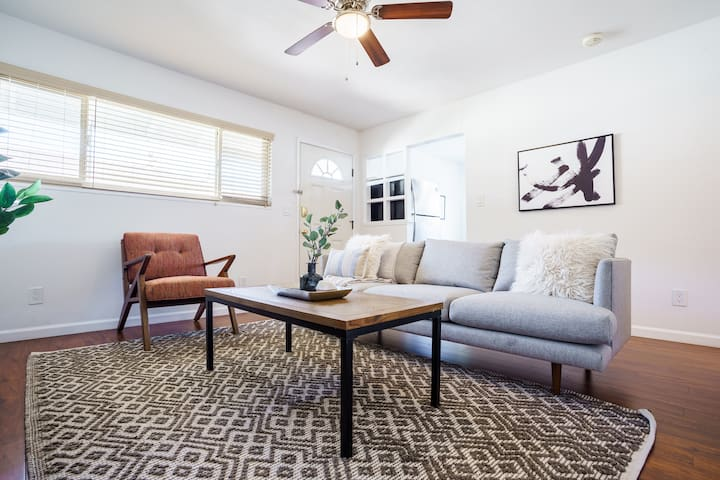 Lovely 2BR Condo in Sunnyvale, 1.5 Mi. to Caltrain