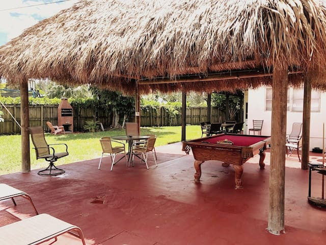 Parker's Place, Miami Home -Tiki/BBQ-Sleeps 16