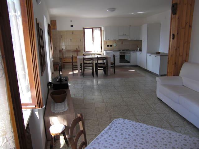 Accogliente appartamento in zona tranquilla - Mione-corte Inferiore - Byt