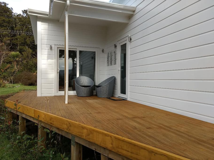 Entry deck and sitting area