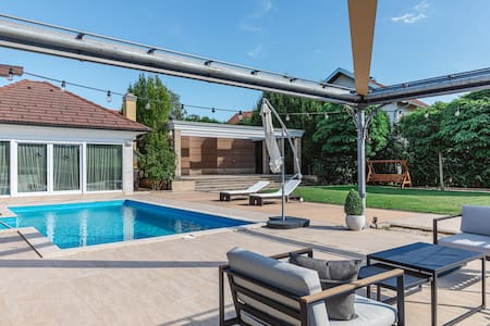 The Poolhouse, luxury with the view, Samobor