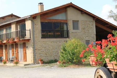 Chambres d'Hôtes La Cantalienne à côté de FOIX - Loubens