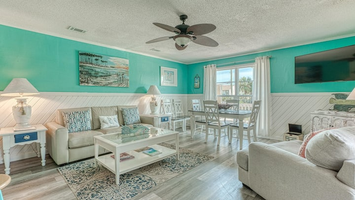 200 steps to the Beach Sleeps 6, Great location!!