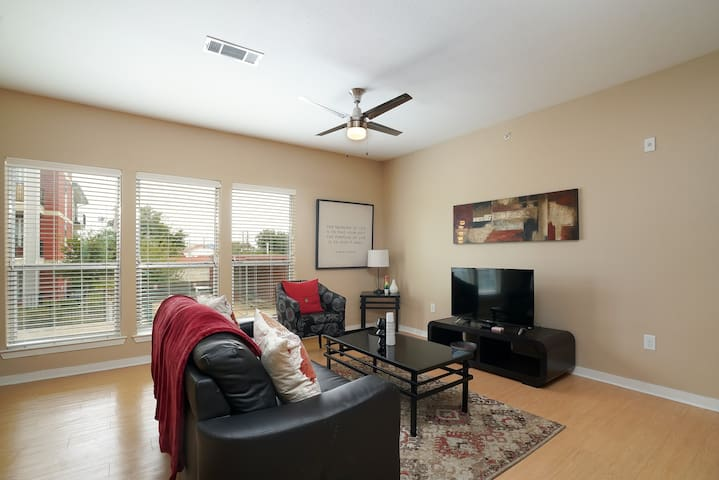 Contemporary + Open 2BR Apt near Downtown
