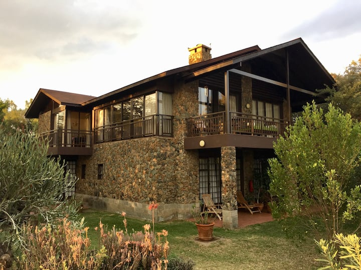 Furnished 4 bedroom cottage - Beautiful Lake Views