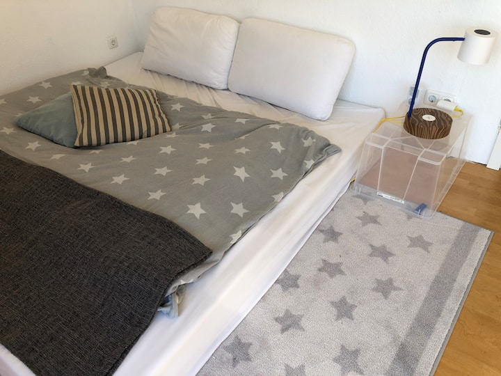 One room for friendly people / ein Zimmer