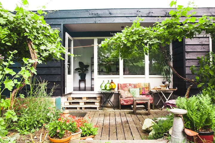 Studio attached to houseboat