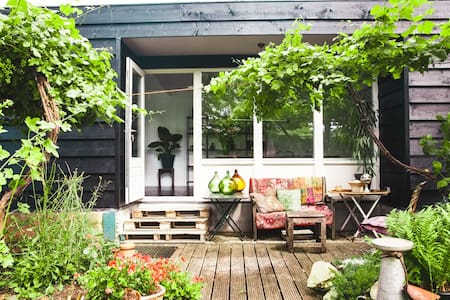 Studio attached to houseboat - Broek in Waterland - Apartamento