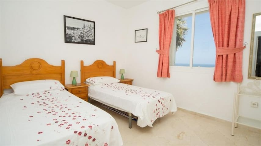 Well furnished 2 bed holiday apartment - Manilva - Apartment