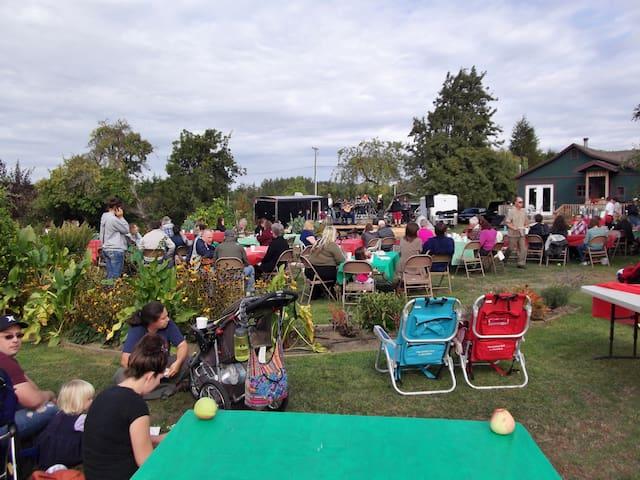 Applestock benefit harvest party