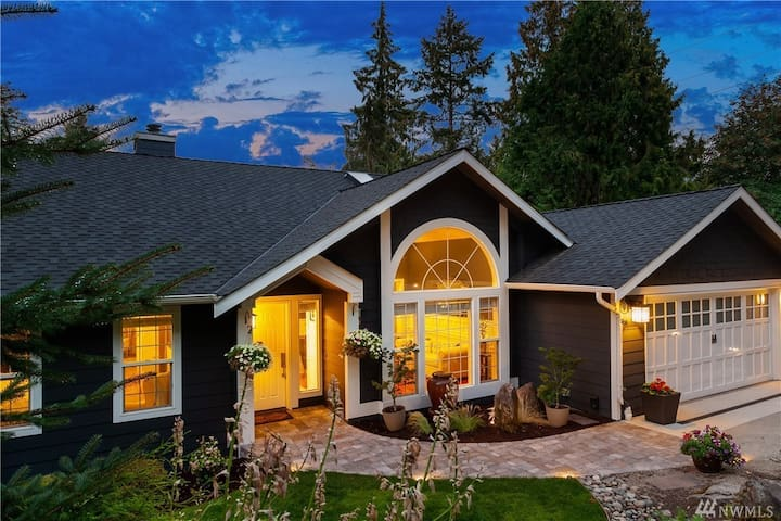 Private Lower Level in Beautiful House in Bellevue