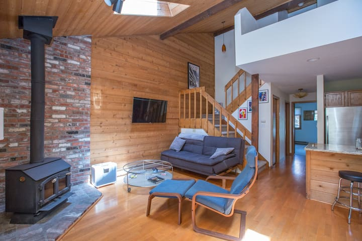 Cozy Mountain Condo that is 'CLOSE TO EVERYTHING'