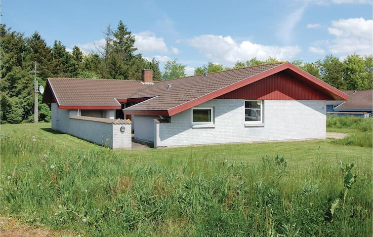 Holiday cottage with 5 bedrooms on 170m² in Oksbøl