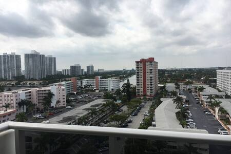 Beautiful Room for 3 person - Hallandale Beach