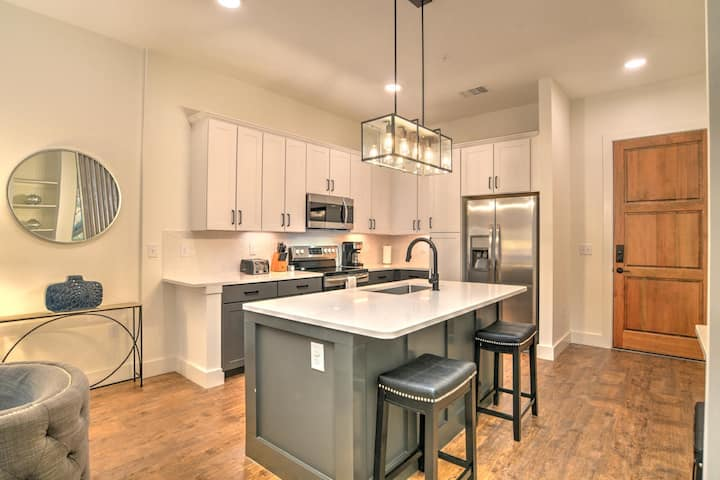 New, luxury 1 bdr/1 ba condo in heart of downtown Asheville~55 S. Market #204