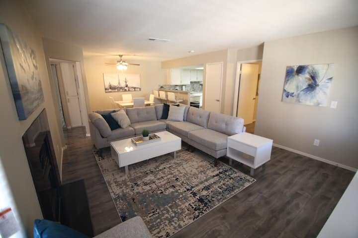 35% Off Fall Special - Classy 2 Bedroom Condo!