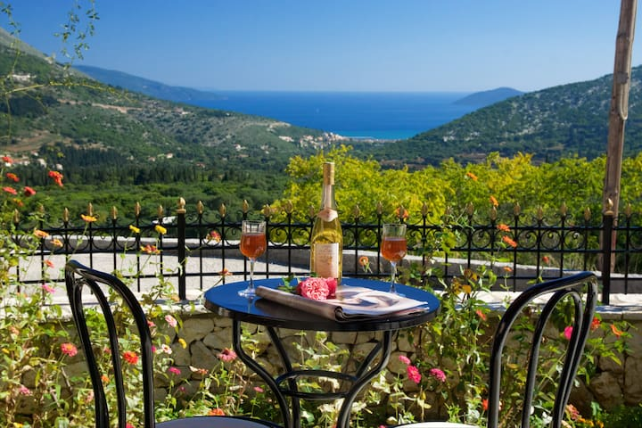 Quiet cottage with stunning view,near Myrtos beach - Cephalonia - Casa