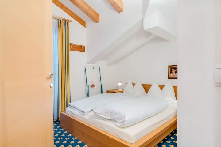 """Cosy Apartment """"Feldhof Mountains Dorf 108-4p"""" with Wi-Fi, Garden and Wellness Area; Parking Available, Pets Allowed"""