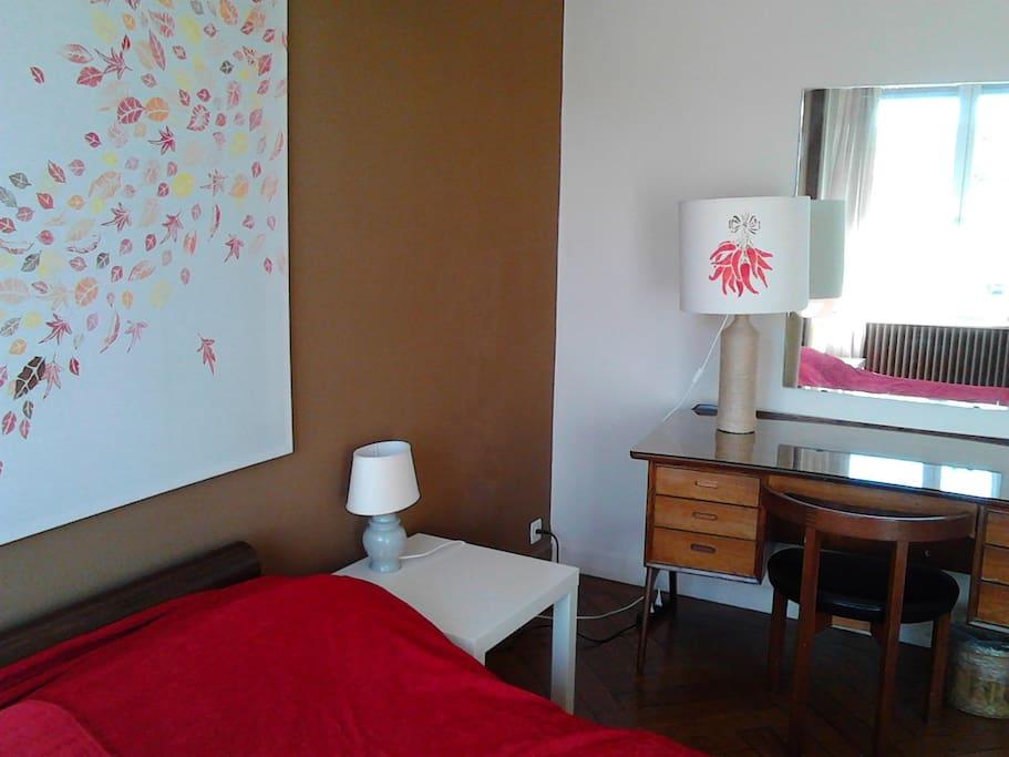 Grande chambre avec balcon appartements louer gen ve for Chambre a louer geneve