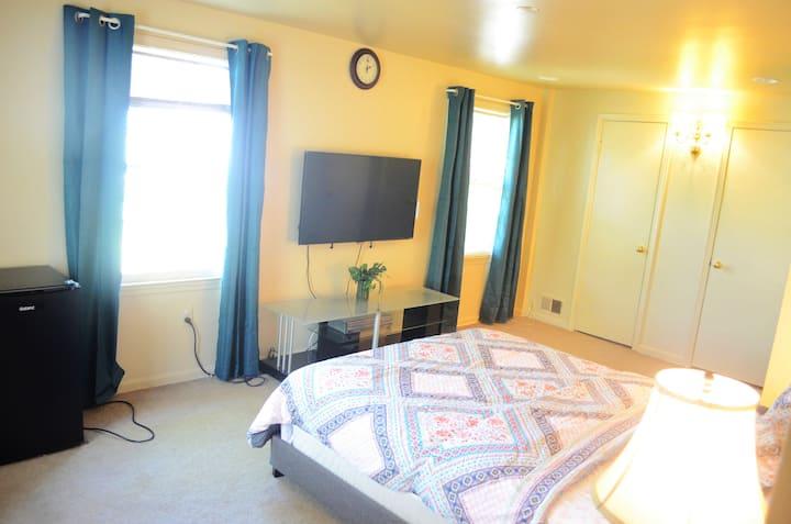 Master bedroom w/ private bath+ smart TV DC/VA