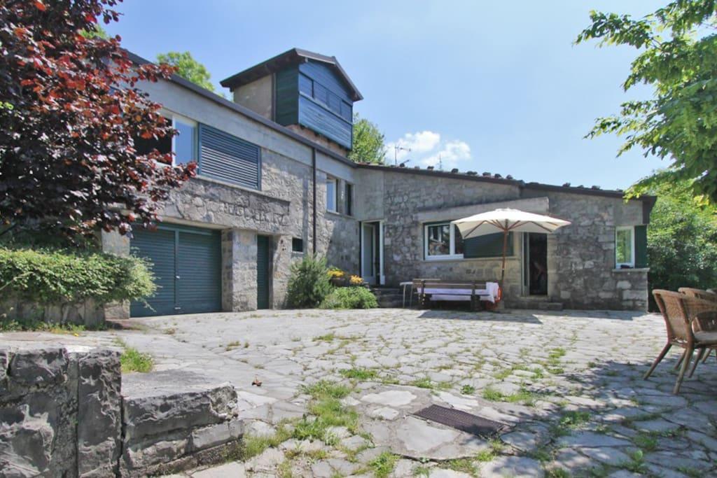 Villa roccolo tower and extension cottage in affitto a for Affitto villa bergamo