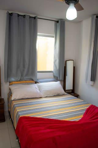Quarto 1 - uma cama de casal.