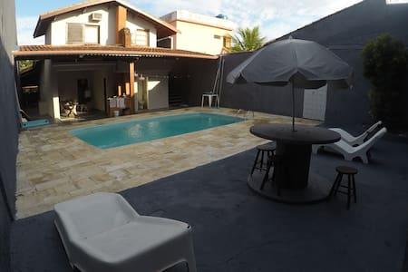 1-Casa com piscina no centro de Peruíbe.