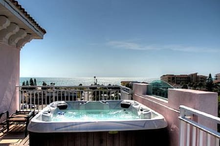 Amazing 5 story beach condo, views of everything - Clearwater