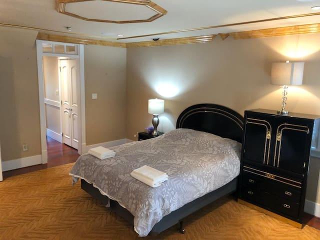 Oakridge Luxury House