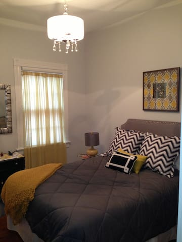 I bedroom queen bedroom with large mirror and vanity.  Top quality queen matress and linens.