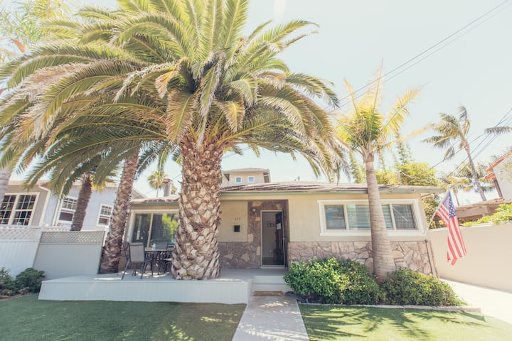 PB Palm Cottage-steps from the sand!