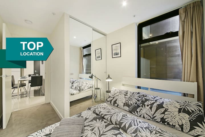 A Central 2BR Apt Near Bourke St Mall & Chinatown