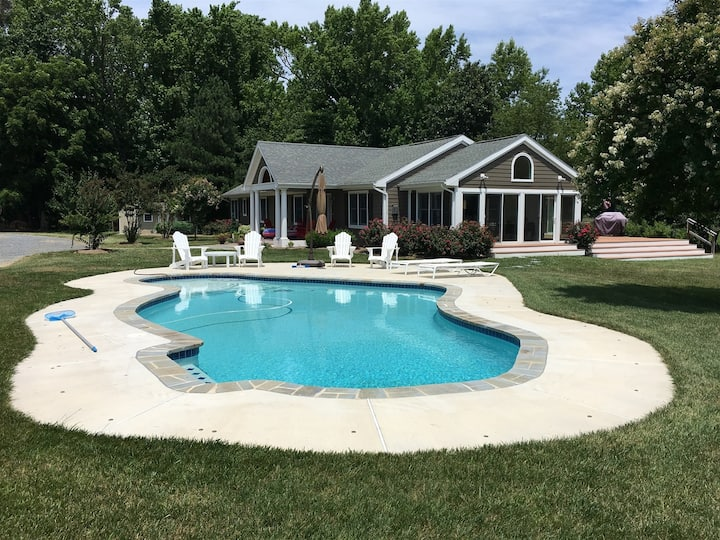 Judith's Garden - Quaint Waterfront Home Near Oxford - Pool, Grill, Kayaks!