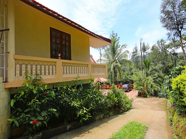 OYO - Hill-View 1BR Stay in Coorg