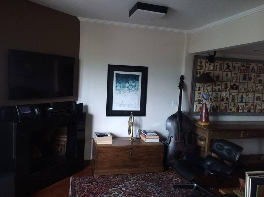 Sala de TV e lareira