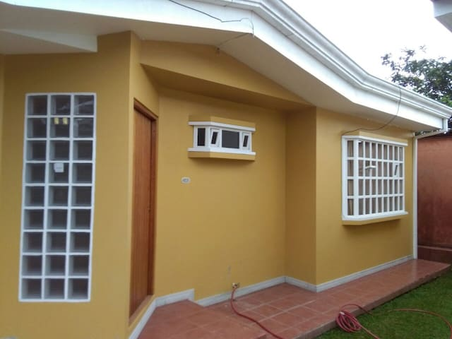 Convenient House in Orosi Downtown - Orosi - Rumah