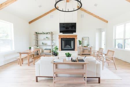 Glen Rose Modern Farmhouse |  20 acres
