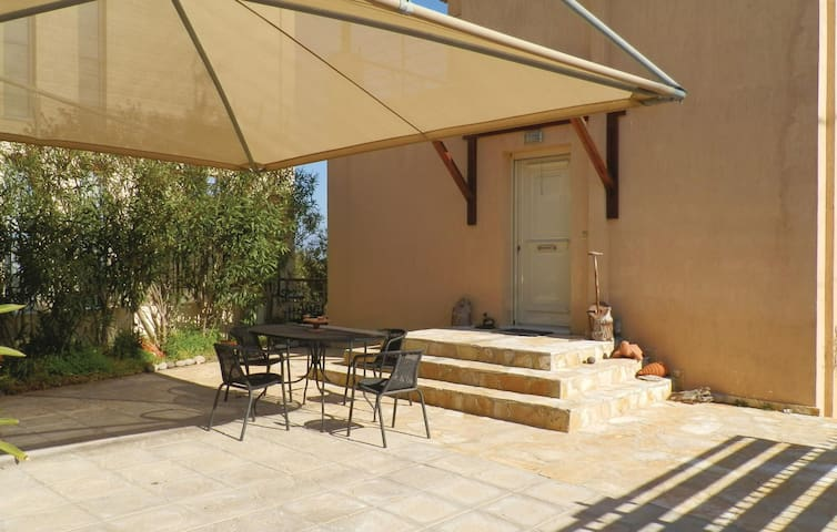 Holiday cottage with 2 bedrooms on 112 m² in Vagia