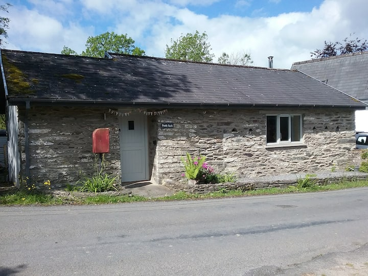 Porth Fach.  A small country cottage with style.