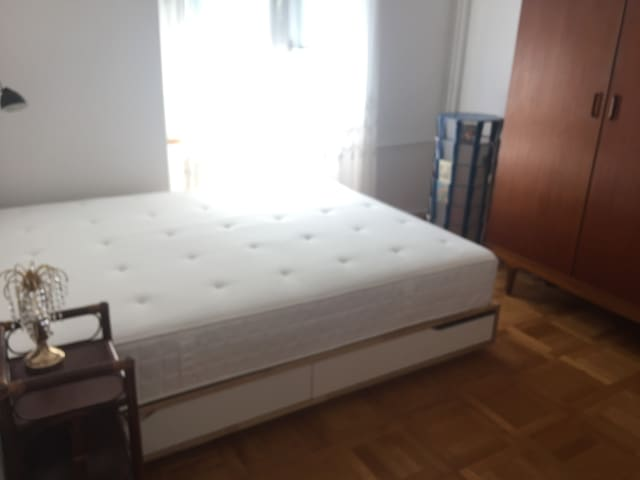 Lit 160x200 Ikea, matelas à ressorts ferme