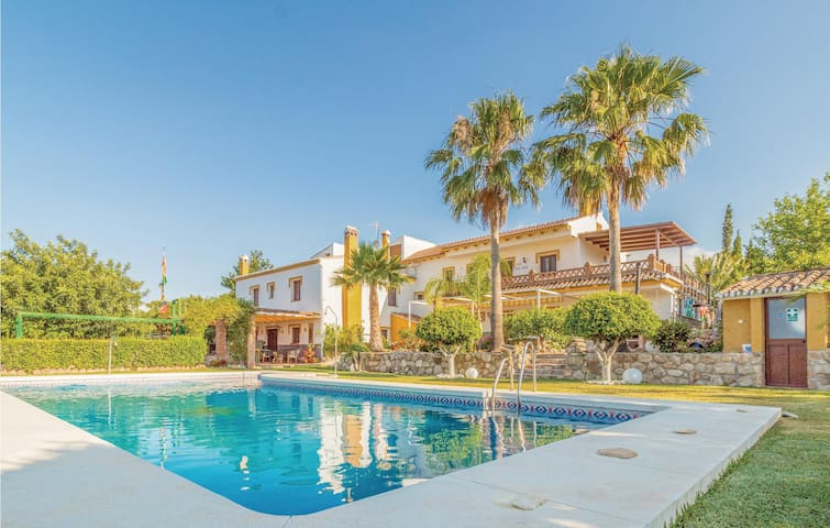 Holiday cottage with 9 bedrooms on 250m² in Periana